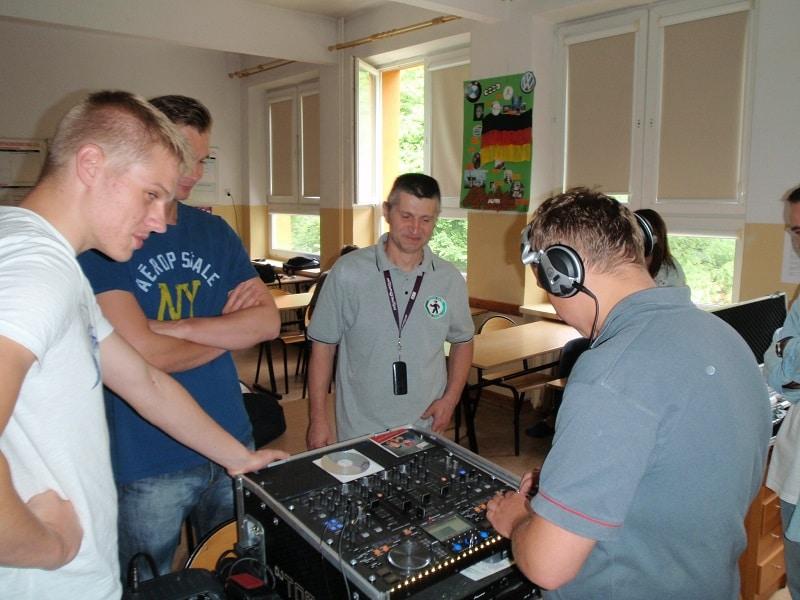 DJ Kurs Lato 2015 zajęcia praktyczne w grupie